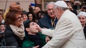 Papa Francisco con enfermos